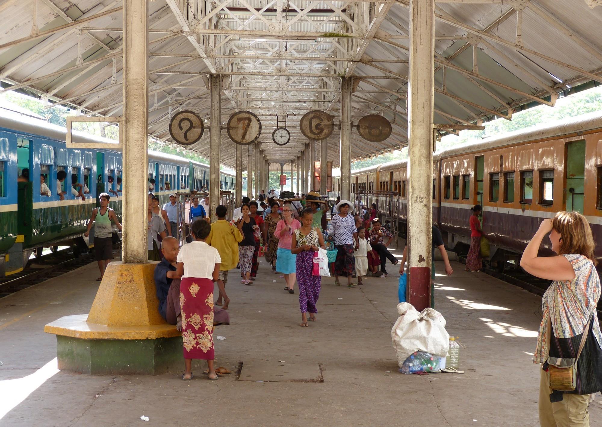 Yangon_Central_railway_station_12.jpg
