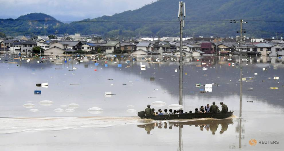 residents-are-rescued-from-a-flooded-area-by-japan-self-defense-force-soldiers-in-kurashiki-3.jpg
