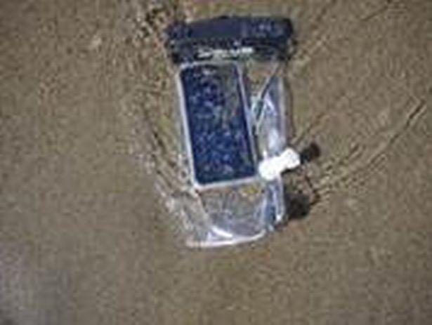 PAY-BNPS_DurdleDoorPhone_02.jpg