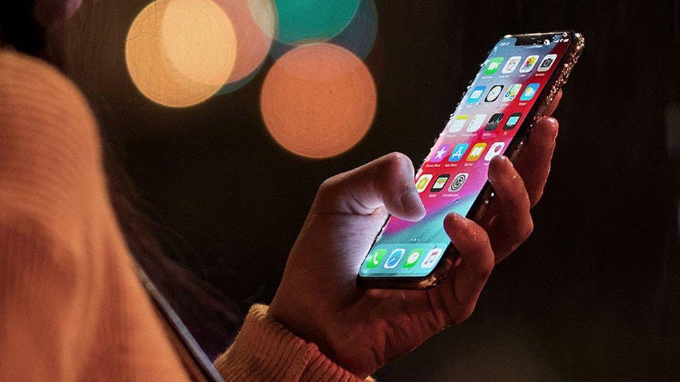 iphonexs_apple_lifestyle-rcm992x0.jpg