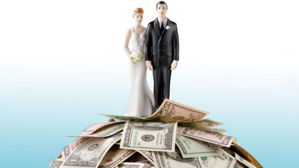 01042013_wedding_couple_money_article.jpg