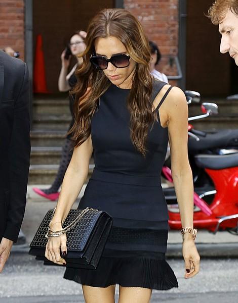 Victoria-Beckham-Hexagional-Chain-Shoulder-Bag-Black.jpg